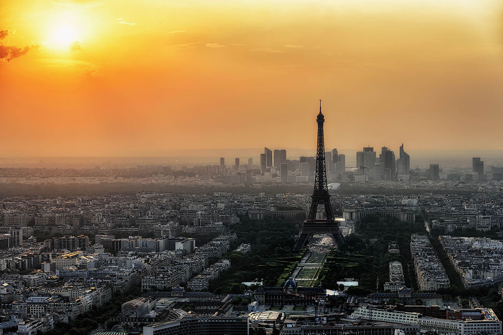 Paris_skyline_from_the_observation_deck_of_the_Montparnasse_tower,_July_2015 - By Joe deSousa (Paris skyline) [CC0], via Wikimedia Commons