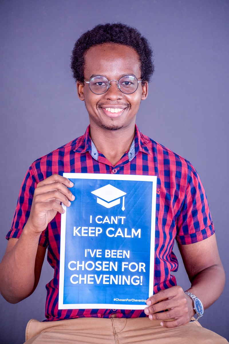 Presley with Chevening scholar sign