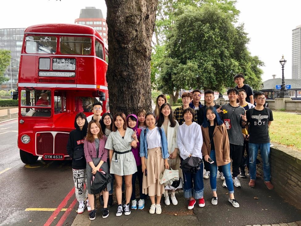 A red 1960s Routemaster bus gave the SWUFE students a whirlwind tour of London's sights