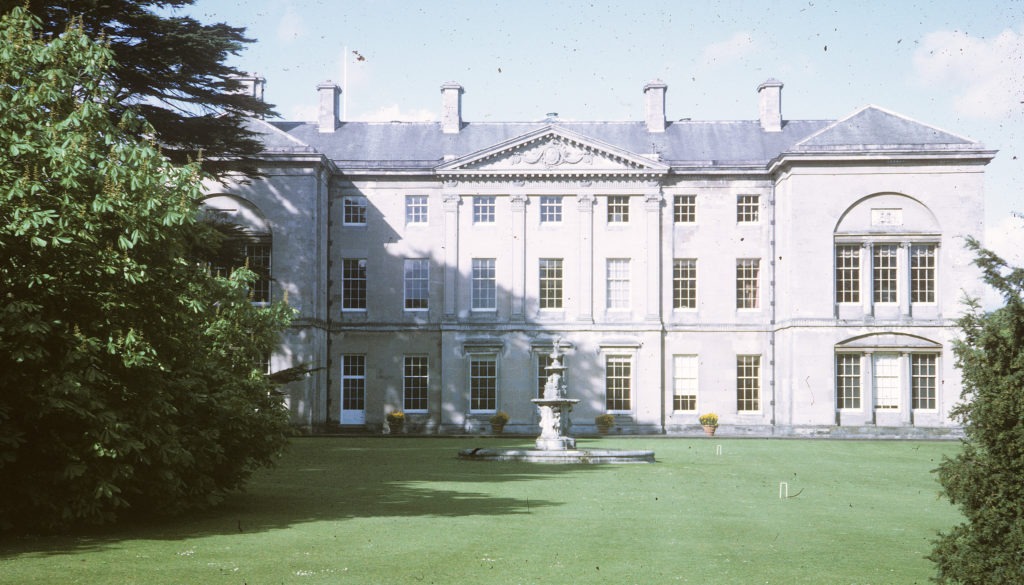 Photo of the rear of Buckingham Palace.