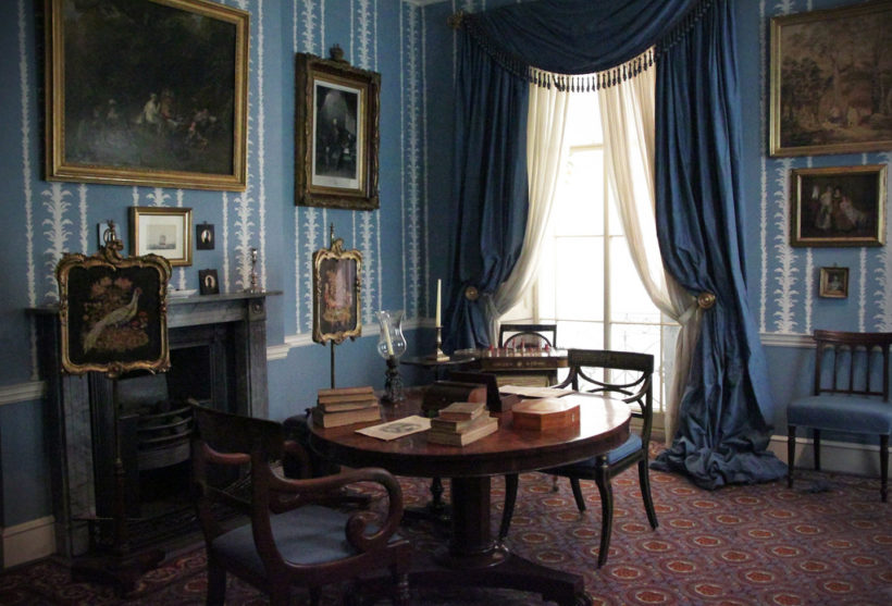 This is a picture of an 1830 Drawing Room, at the Geffrye Museum in London, which explores the home from 1600 Britain to the present day.