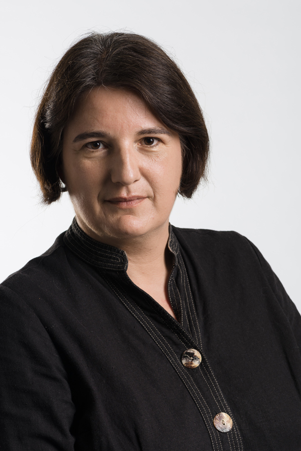 Dr Silke Arnold-de Simine