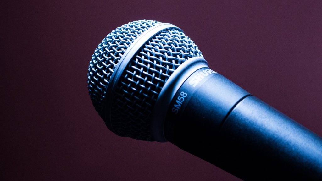microphone-1716069_1920
